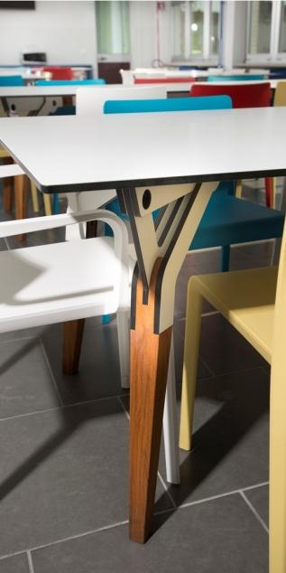 Kataba table @ laPiola. Diseñado Por Peli